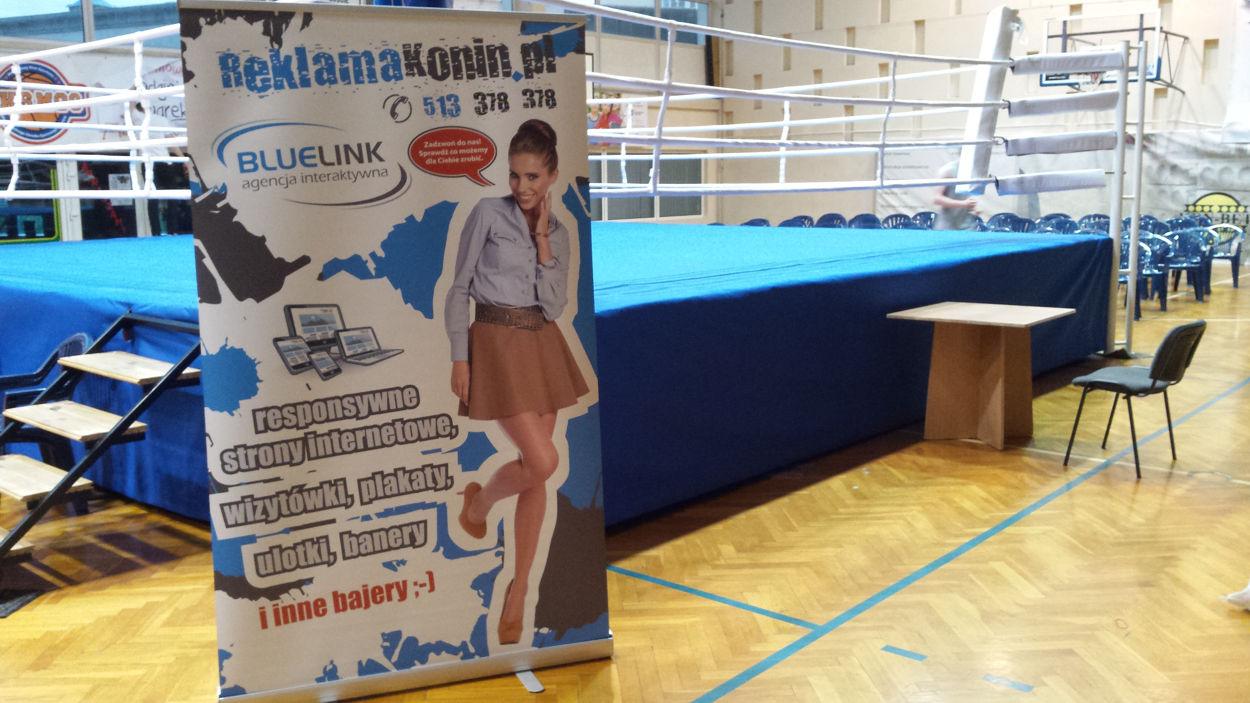 Stojak reklamowy Roll-Up na imprezie sportowej