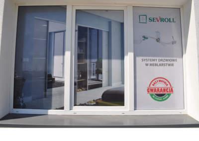 yklejanie okien i witryn sklepowycha